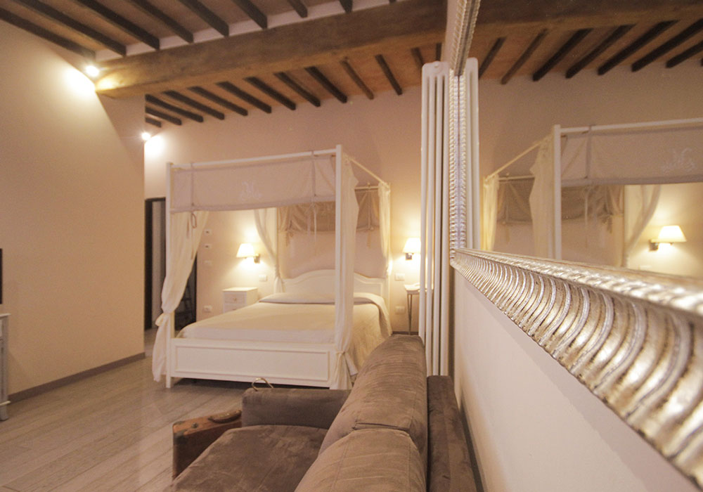 Letto A Baldacchino Due Piazze.Suite Senesino Bed And Breakfast Siena